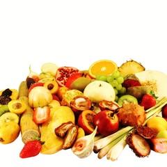 diverse exotische Früchte aufgeschnitten