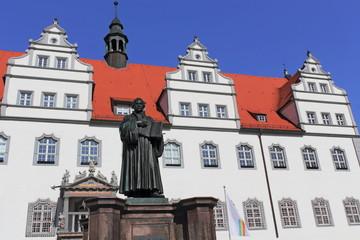 Luther vor Rathaus