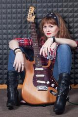 girl wiht guitar