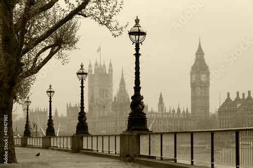 Big Ben & Houses of Parliament, London in fog - 41947981