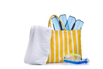 Badetasche mit Flossen und Handtuch