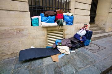 Paris, Frankreich. Schlafplatz eines Obdachlosen