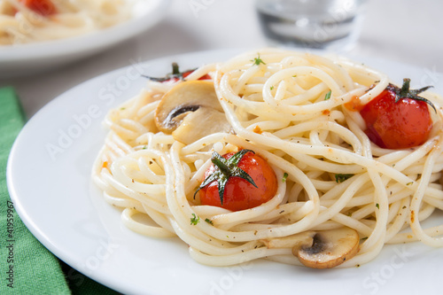 Spaghetti sautéed with cherry tomatoes and mushrooms
