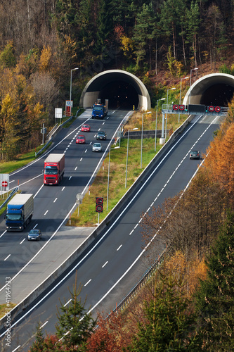 Autobahn mit Tunnel