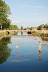 Fluss im Spreewald mit Brücke