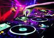 Leinwanddruck Bild - Dj mixes the track