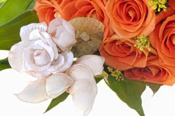 weeding Favors and orange roses