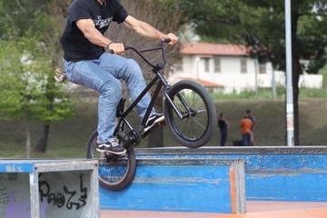 bicicletta in acrobazia