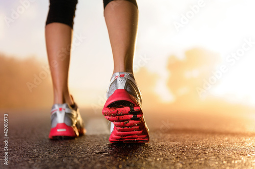 Poster, Tablou Runner feet sunrise