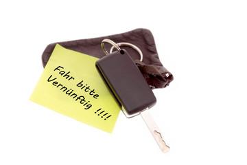Autoschlüssel mit Notiz Fahr bitte Vernünftig