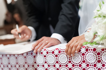 husband signing for weddining