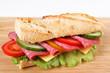 Baguette mit Salami und Käse
