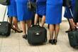 Flughafen Frauenbeine mit Trolley