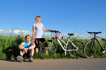 Radfahrer am Feldweg