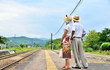 鉄道の旅の二人