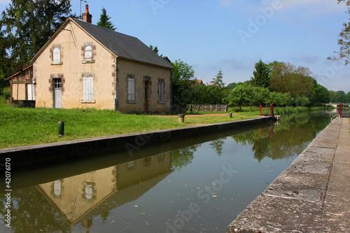 Reflets sur le Canal du Nivernais - 42076170