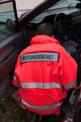 Rettungsassistent beim Einsatz