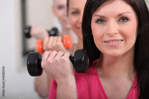 Women lifting dumbbells