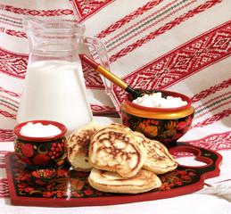 оладья со сметаной и молоком, творогом