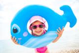 Fototapety little girl on the beach