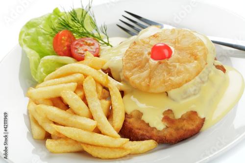 Leinwanddruck Bild Schweineschnitzel Hawaii, Pommes frites