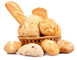 Cesta di pane su sfondo bianco