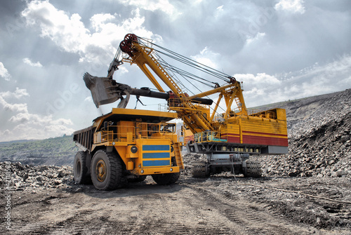 canvas print picture Loading of iron ore