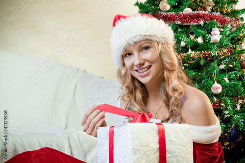 Beautiful young woman smiling with a gift in her hands
