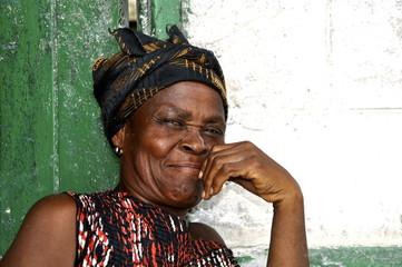 Sympathisch lächelnde , ältere Frau