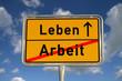 Deutsches Ortsschild Arbeit Leben