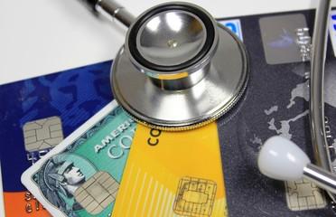 Stethoskop mit Kreditkarten