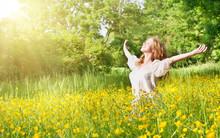 "Постер, картина, фотообои ""beautiful girl enjoying the summer sun"""