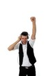 Junger Mann hoert Musik mit Kopfhoerer Faust nach oben