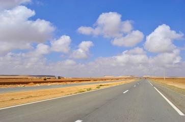 Carretera en Marrackech, Marruecos (África)