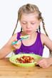 Mädchen mäkelt am Essen