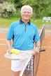 Rentner spielt Tennis