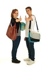 Teenager mit Schultaschen