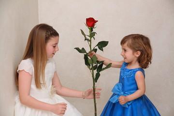 esta rosa es para ti hermanita