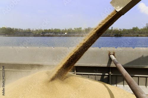barge loading - 42233764