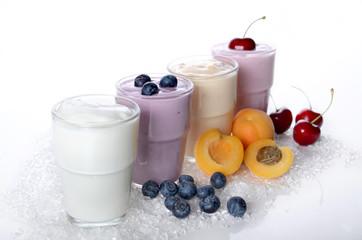 Joghurt mit verschiedenen Früchten
