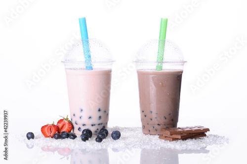 Boba Tea Schokolade und Waldbeere mit Tapioka