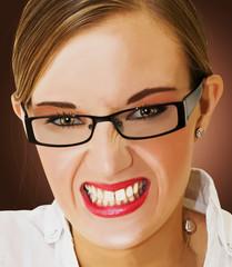 Portrait d'une femme faisant une grimace