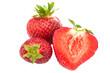 frische Erdbeeren, freigestellt vor weiß