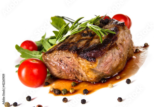 Plagát, Obraz Beef steak medium grilled, isolated on white background