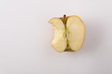 Metà mela con morso