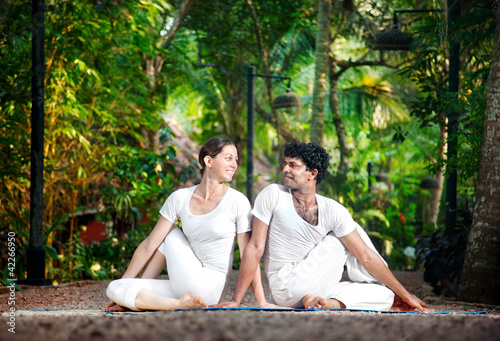 Couple yoga matsyendrasana pose