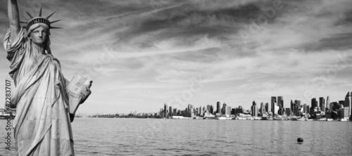 Foto op Aluminium Toronto new york city black and white hi contrast
