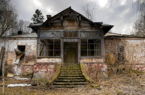 Leinwanddruck Bild old haunted house