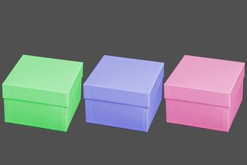 3 farbige Schachteln