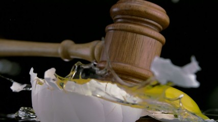Gavel and egg, Slow Motion